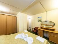 Спальная комната люкса евростандарта теплохода «Семён Будённый»