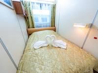 Спальная комната люкса в носовой части средней палубы теплохода «Семён Будённый»