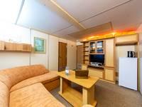 Гостиная люкса в носовой части средней палубы теплохода «Семён Будённый»